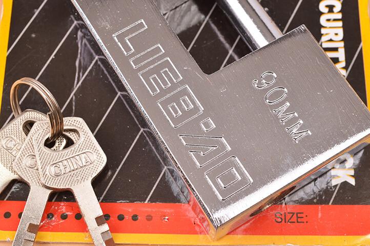 CANDADO ACERO BLINDADO HORIZONTAL LIEBAO 90mm (22206) (CLI)